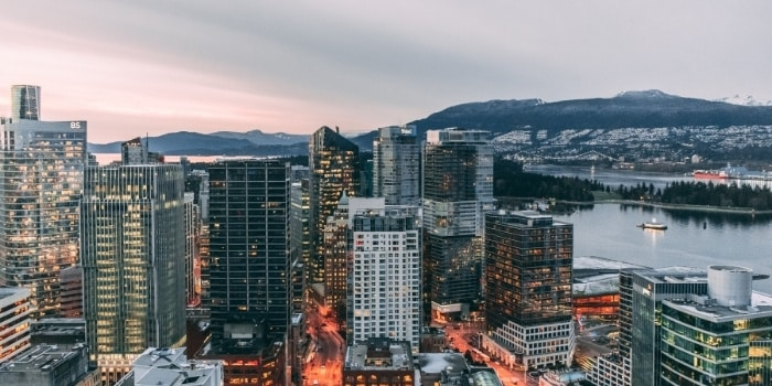 Picture of Vancouver City showing the ocean and the mountains in the background