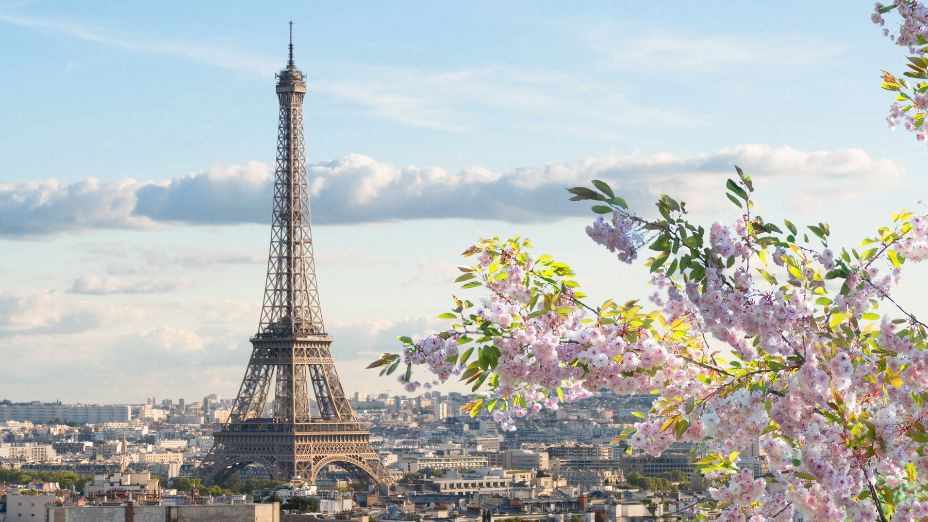 What is Paris France Known for / Famous for?