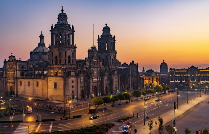 a photo of the Metropolitan Cathedral in Mexico City