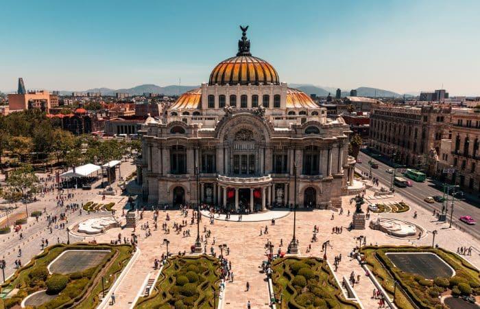a photo of the Palacio de Bella Artes in Mexico City