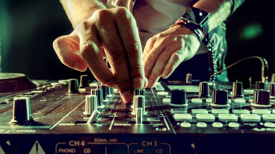 The Real Difference Between a DJ and a Music Producer